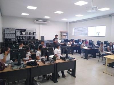 As aulas de informática básica já iniciaram para duas turmas de 30 alunos