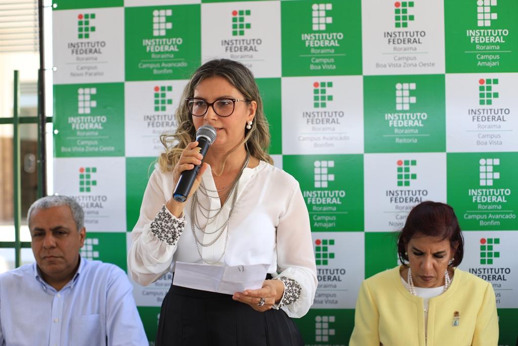 Diretora do CAB, professora Evemília Sousa